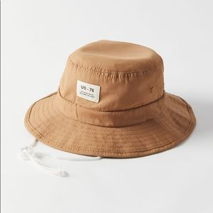UO safari style bucket hat with drawstring